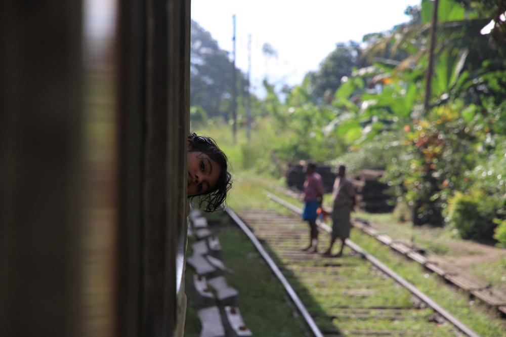Namiib. Im Zug von Colombo nach Kandy