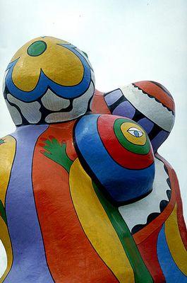Nana-Skulptur