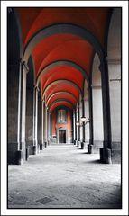 NAPOLI - Palazzo Reale - Il colonnato