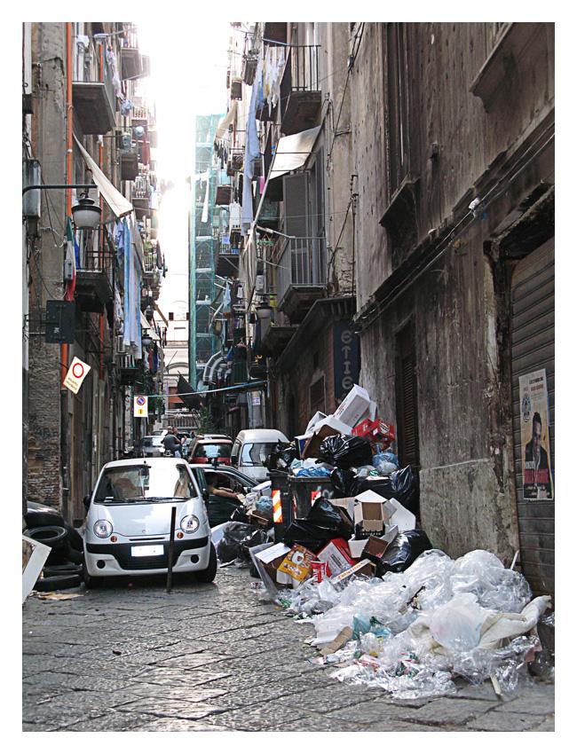 """[Napoli_12] """"Napule è 'na carta sporca e nisciuno se ne importa e ognuno aspetta a' ciorta..."""""""