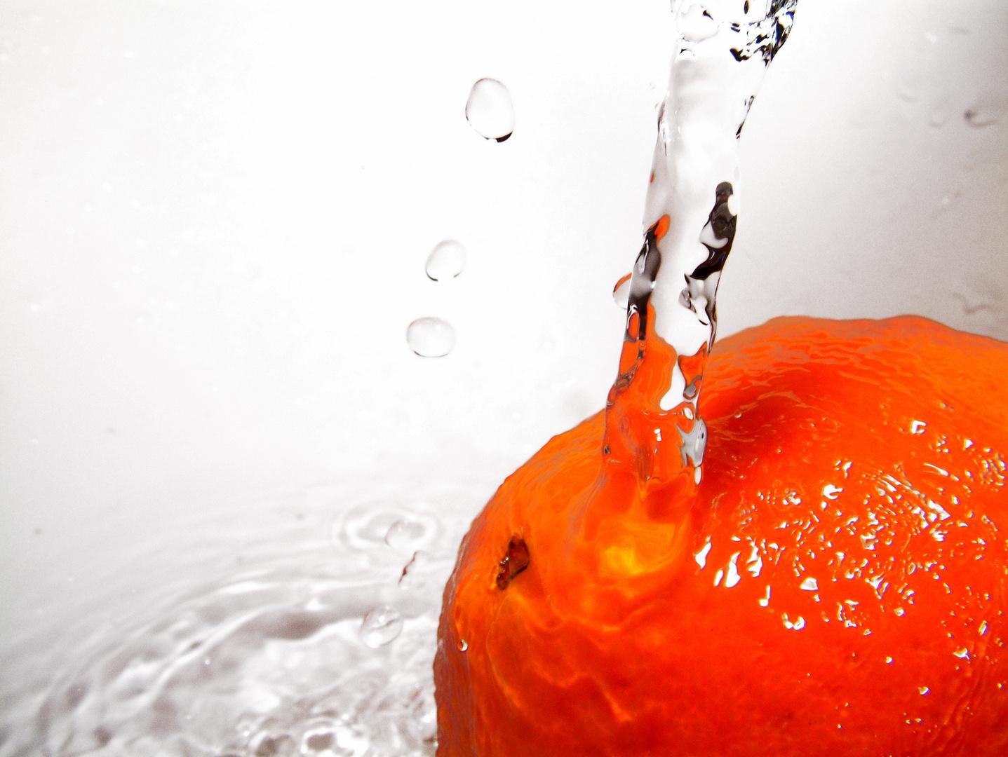 Naranja bajo agua
