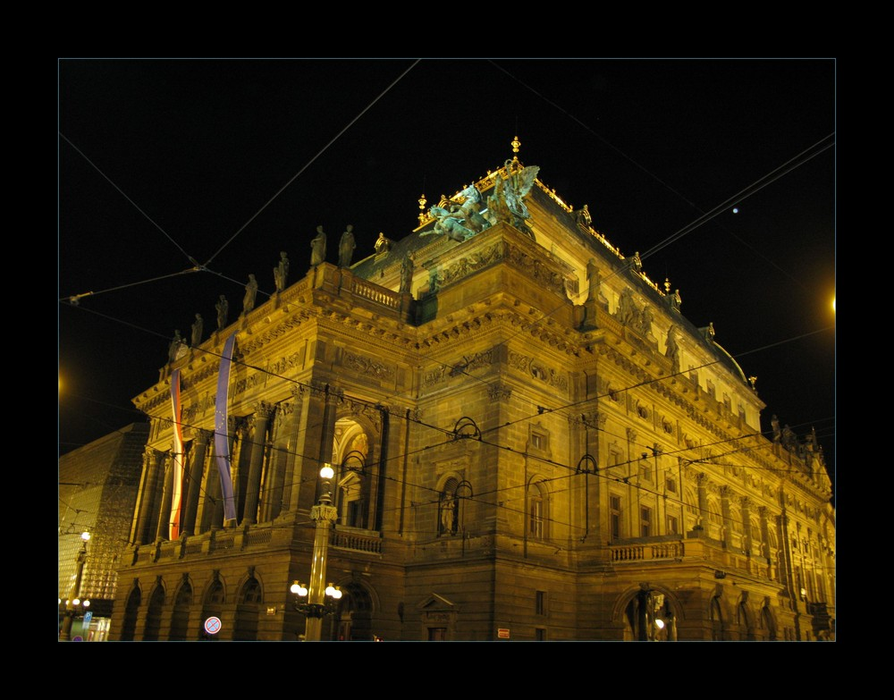 Narodni divadlo bei Nacht