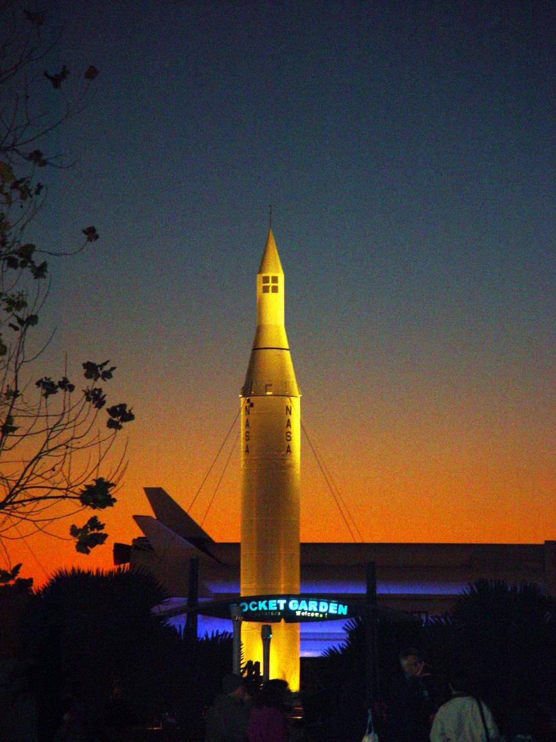 NASA Rakete beim Sonnenuntergang