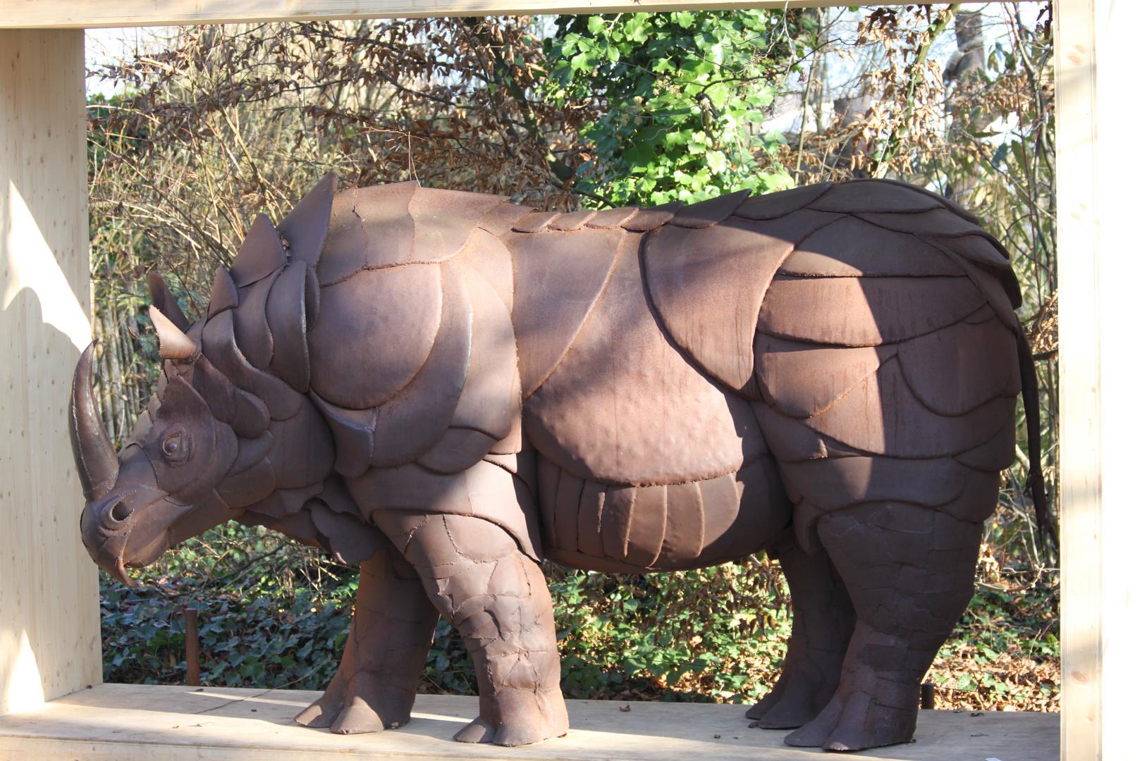 Nashorn Skulptur