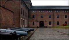 ... nasse Kanonen vor dem Forsvarsmuseet ...