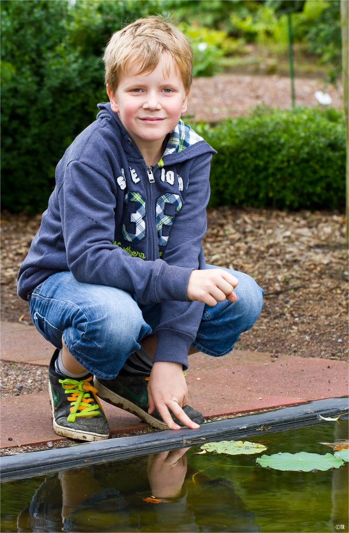 Nathan im Garten.....