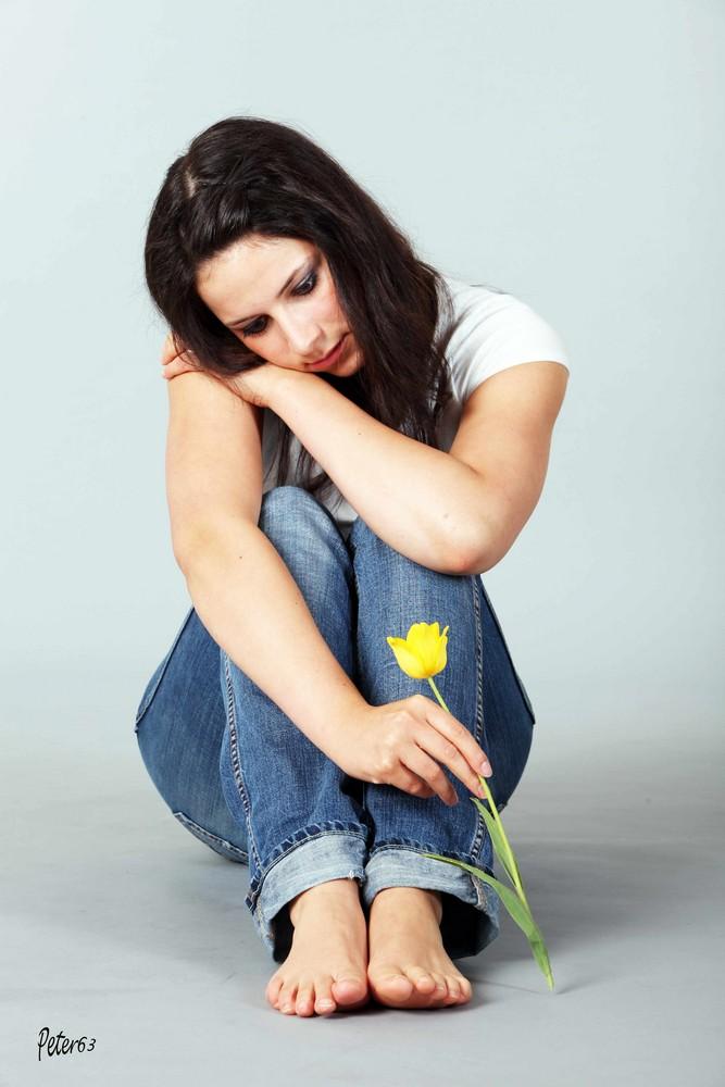 Nathi in Jeans sitzend 2
