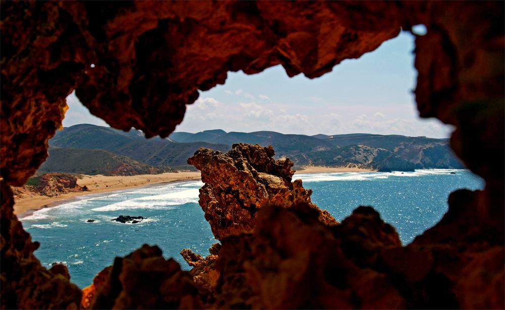 Natürliches Guckloch ;-)... Westküste , Portugal