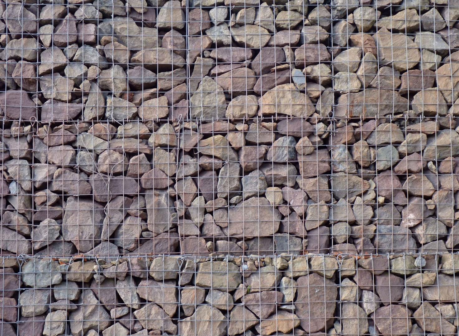 Naturstein im Käfig