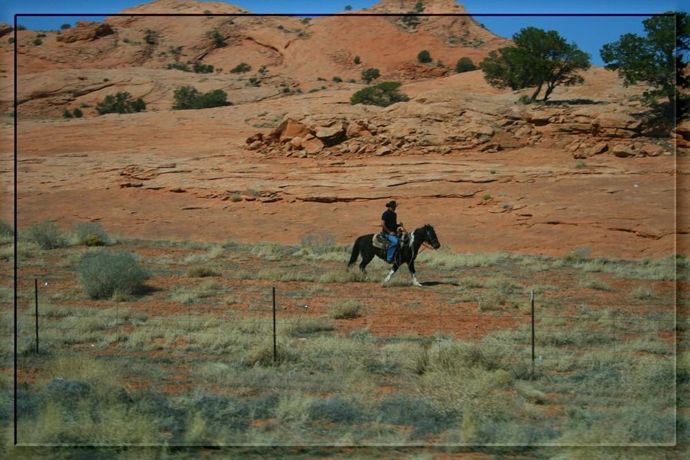 Navajo-Indianer auf dem Weg zur Arbeit