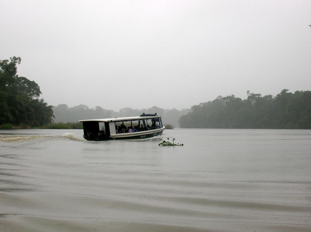 navegando bajo la lluvia