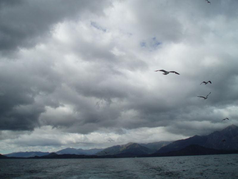 Navegando por el Lago Nahuel Huapi. Río Negro. Argentina