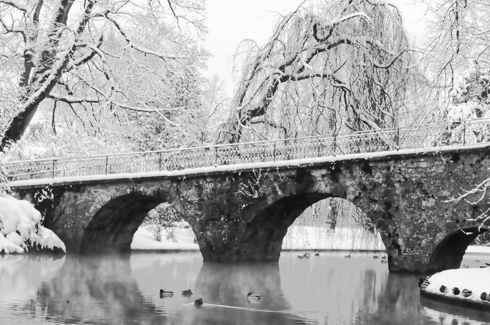ne stinknormale Brücke im Winter