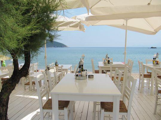 Nea Peramos Strand Restaurand
