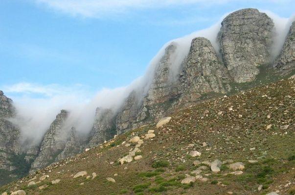 Nebel am Tafelberg in Kapstadt