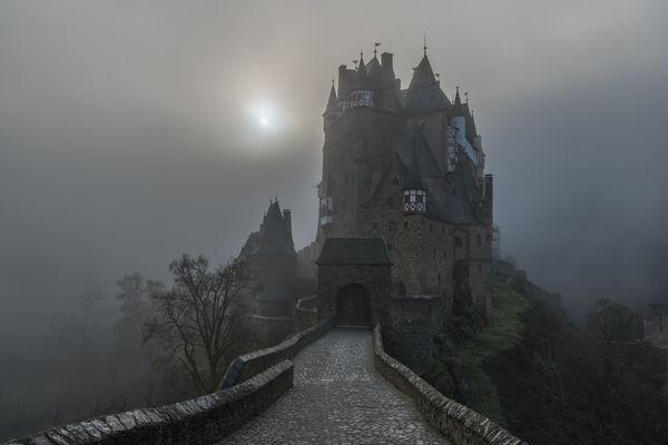 *Nebel-Burg*