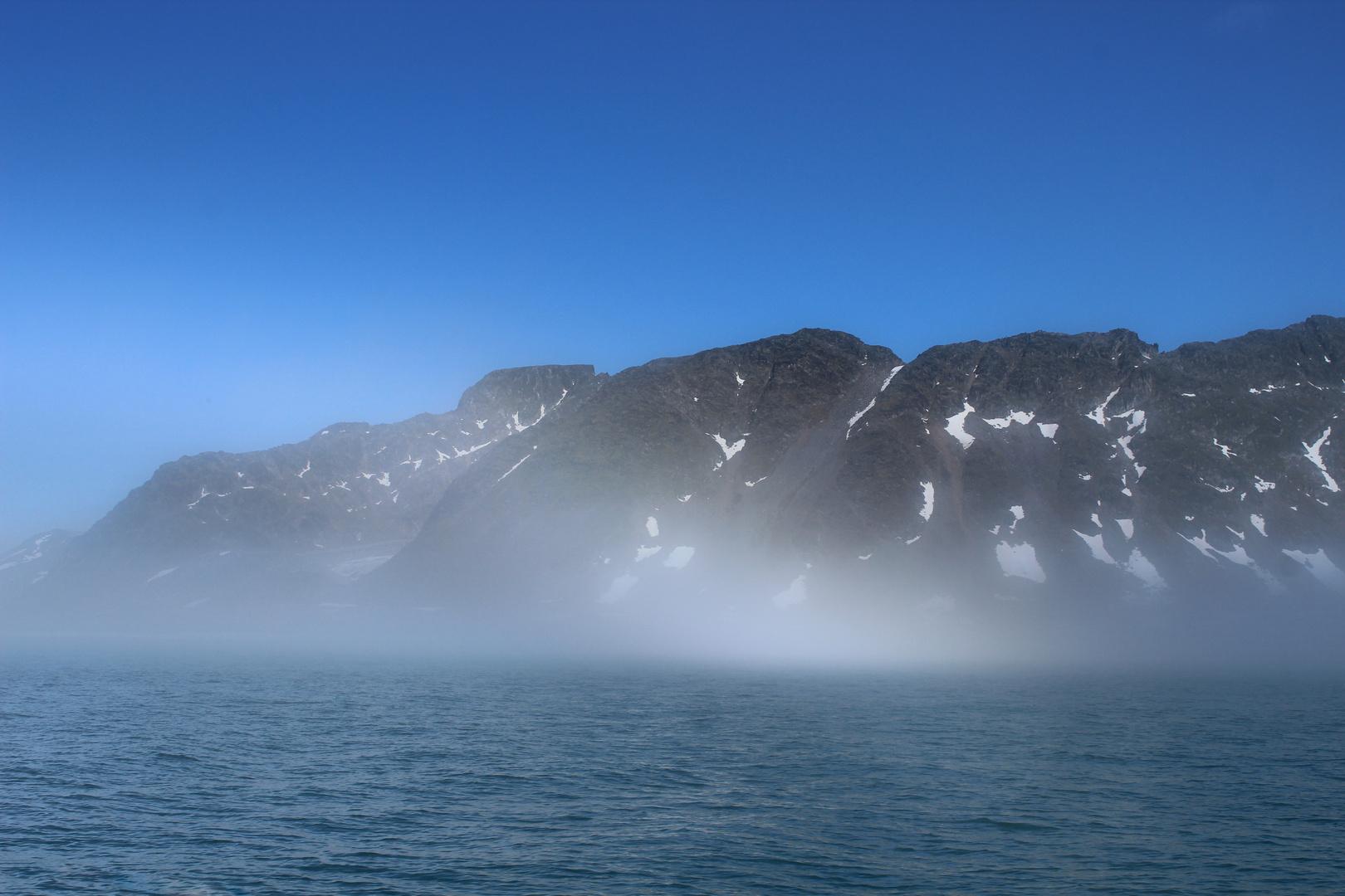 Nebel im Fjord von Spitzbergen