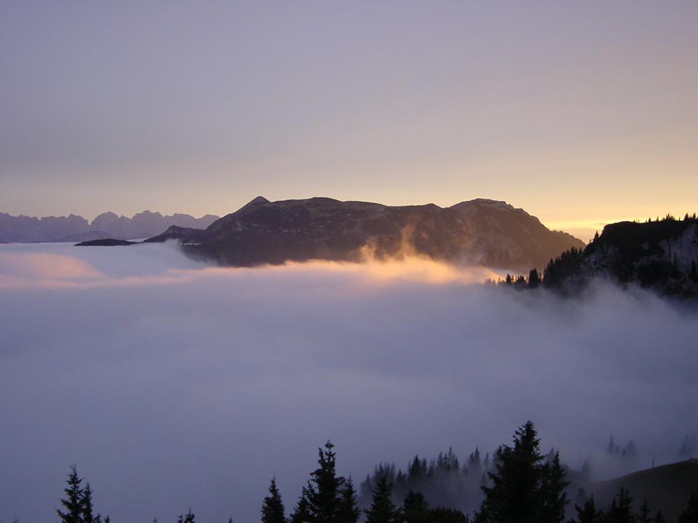 nebel im tal sonne am berg foto bild landschaft berge h tten u wege bilder auf. Black Bedroom Furniture Sets. Home Design Ideas