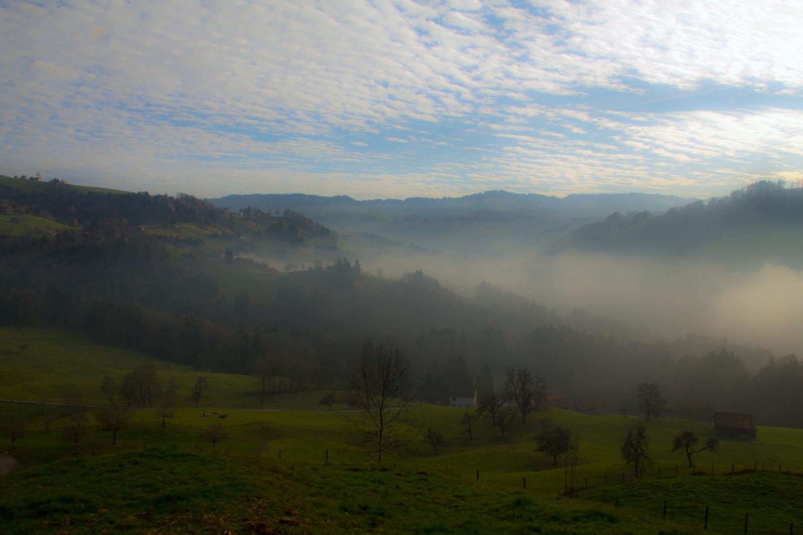 Nebel liegt über Auenland und die Hobbits bleiben in ihren Erdhöhlen