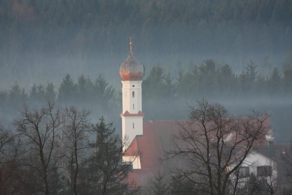 Nebel, Sonne und Kirche