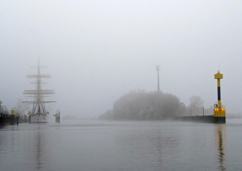 Nebel über dem Fluß