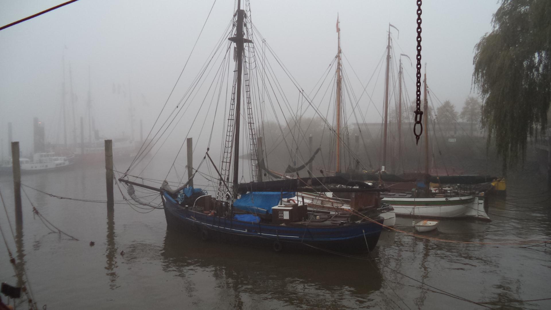 Nebel über dem Museumshafen