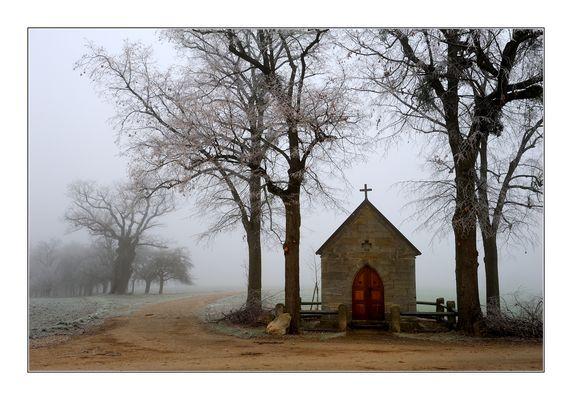 nebel und feld, kapelle