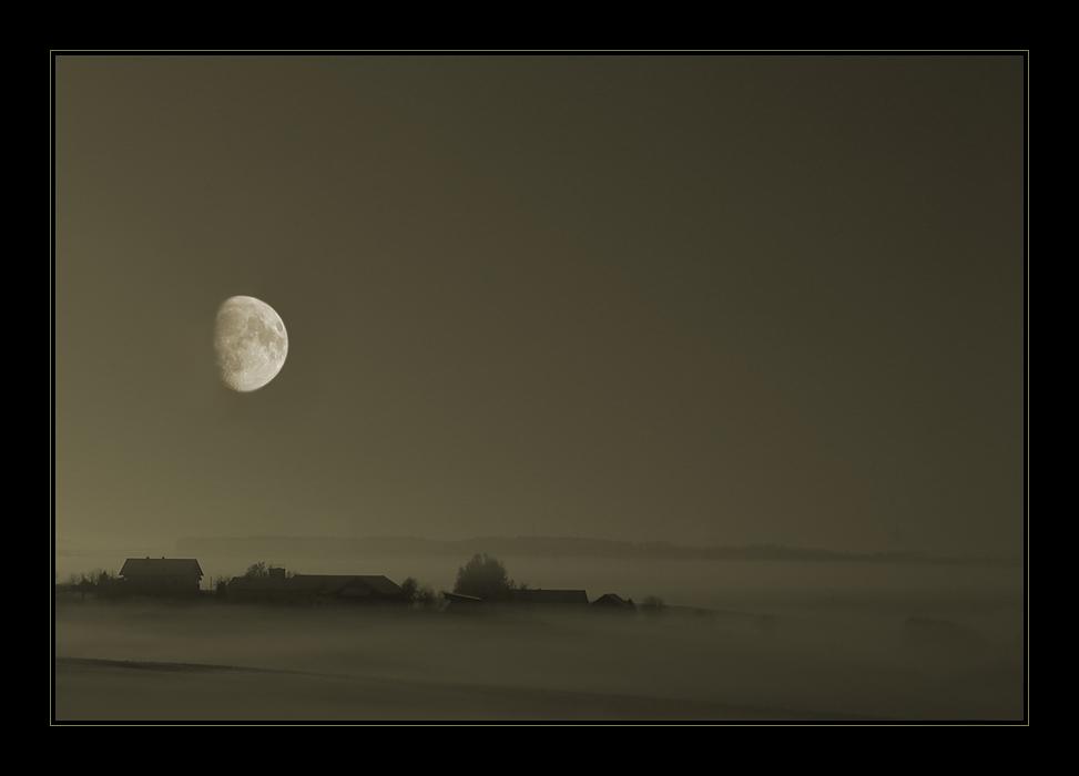 Nebel und Mond im Isartal
