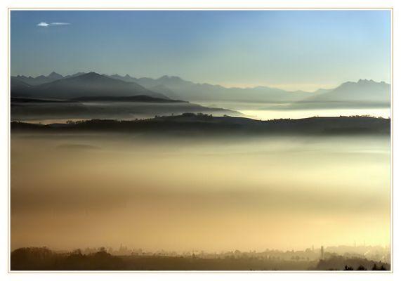 nebelmeer im sonnenuntergang