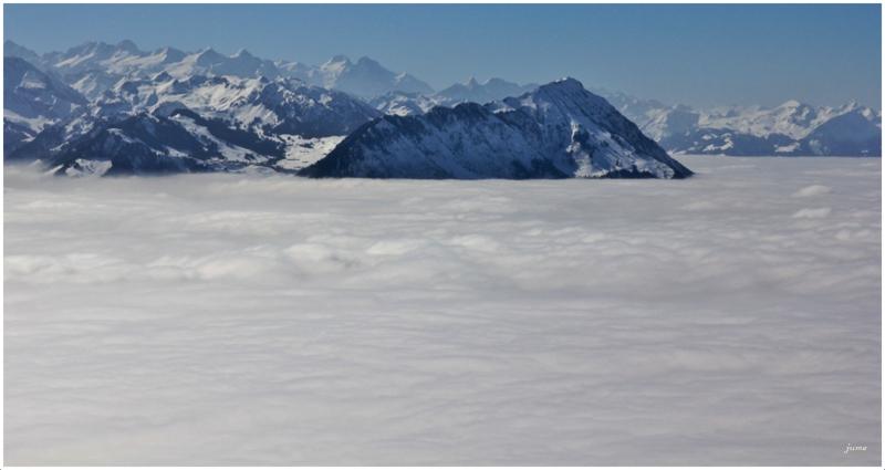 Nebelmeer unter den Schweizer Alpen