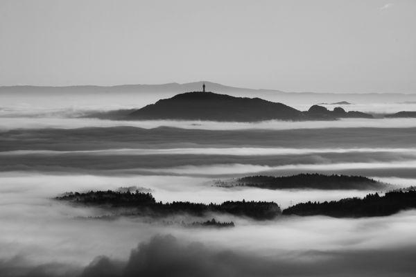 Nebelumschlungen