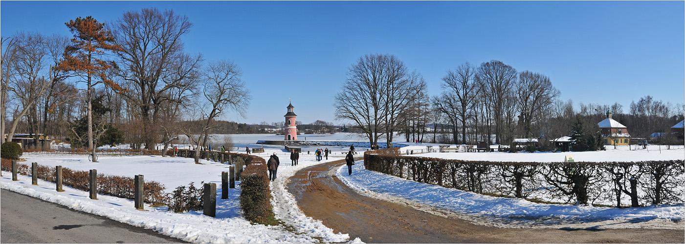 Neben dem Fasanenschlösschen in Moritzburg, ...