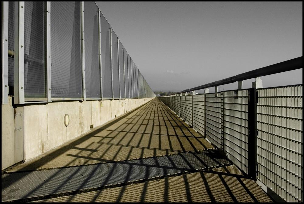 Neben der Autobahn, über der Elbe ...