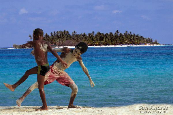 Negritos jugando en la Isla de San Andrés (COLOMBIA)