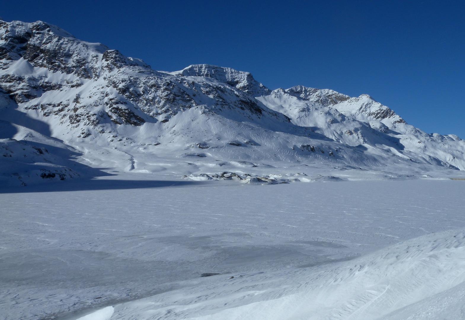 neige et ciel bleu..01
