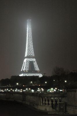 neige sur la tour Eiffel