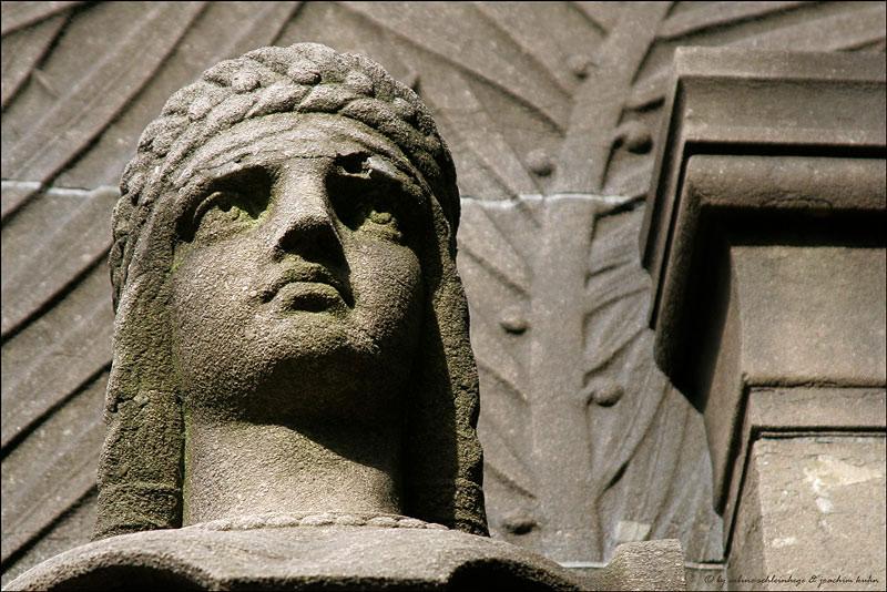 . . . nekropolis: a la recherche du temps perdu [7] . . .