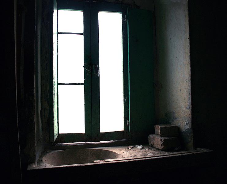 Nella penombra di una antica cascina...