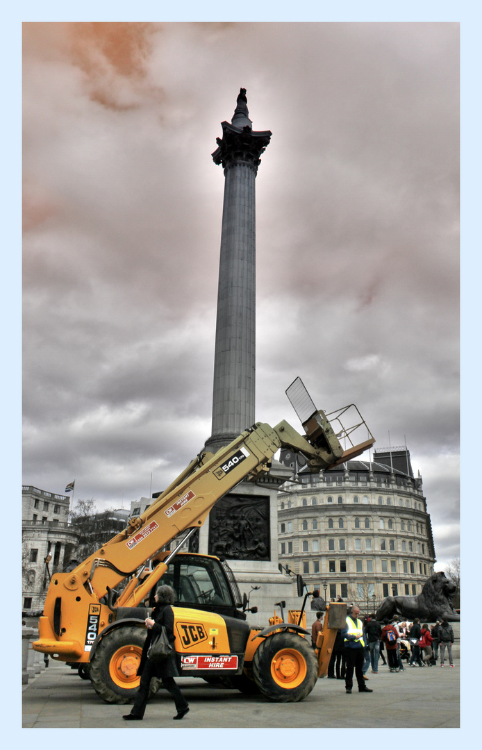 Nelson et son buldozzer - Trafalgar square - London