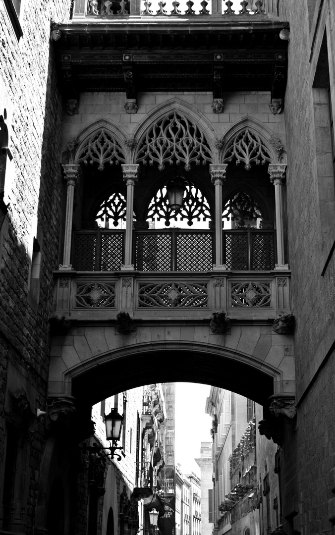 Neogotische Seufzerbrücke im Barrí Gòtic (Barcelona)