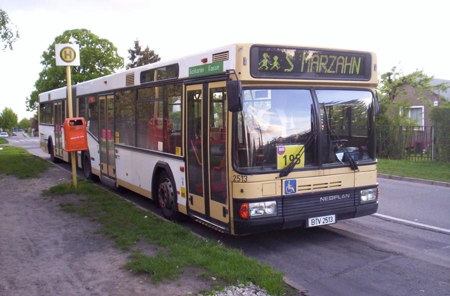 neoplan gelenkbus der bvg auf der linie 195 in berlin mahlsdorf foto bild bus nahverkehr. Black Bedroom Furniture Sets. Home Design Ideas