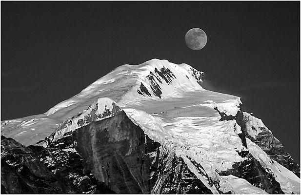 Nepal (3): Mondaufgang über dem Lamjung Himal