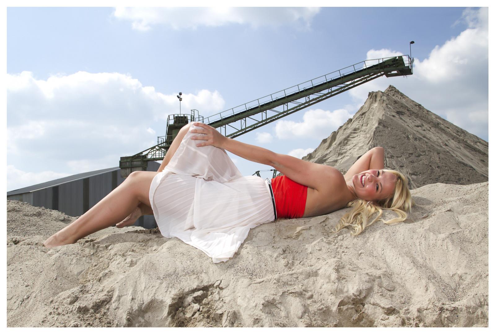 Nessi im Sandkasten