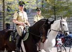 """Nette Polizisten in Berlin..""""alle mal grüüßen"""""""