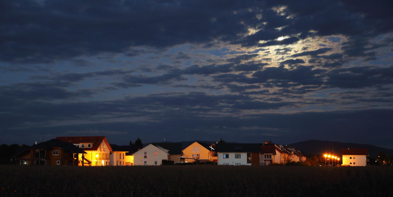 Neubausiedlung unter Vollmond (II) - Einhausen