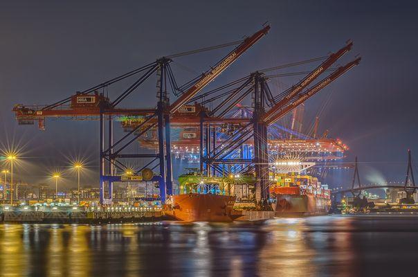 Neue Containerbrücken für Waltershof