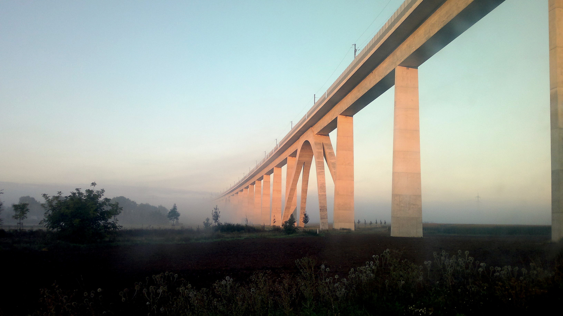 Neue Eisenbahnbrücke bei Nebra