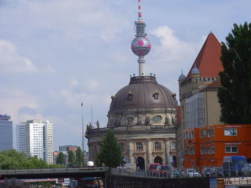 Neue Spitze auf dem Bode-Museum (Berlin 6)