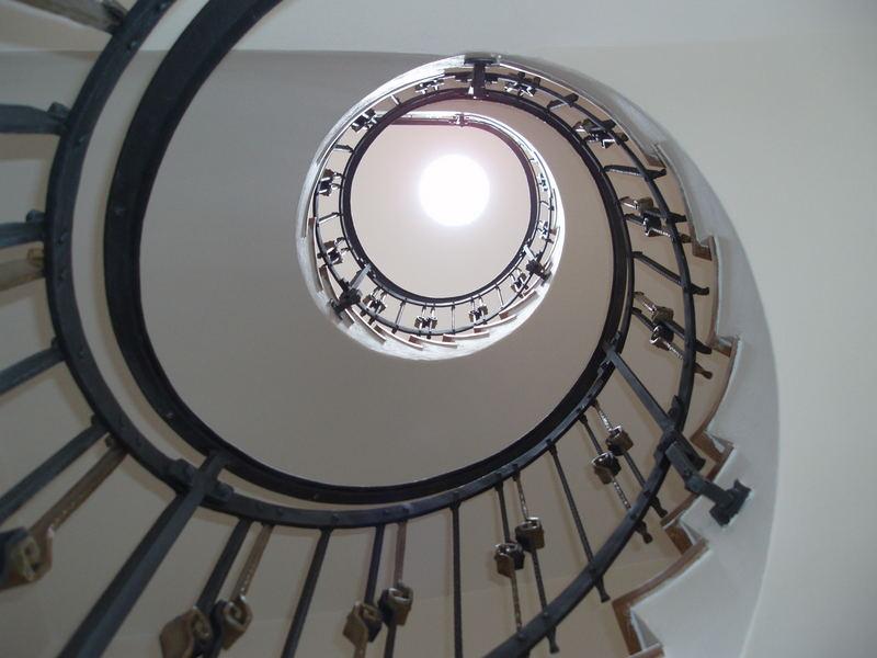 Neue Treppen und alt Haus - 1
