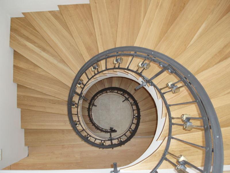 Neue Treppen und alt Haus - 3